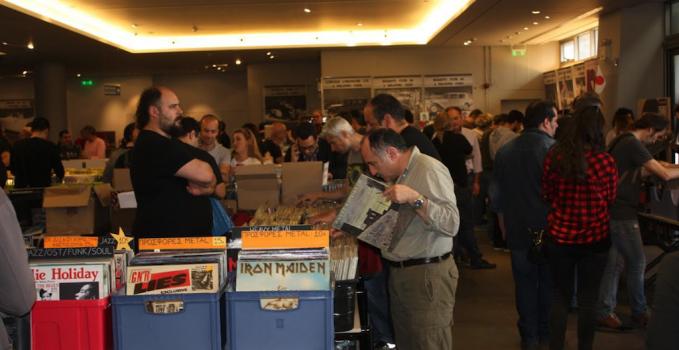 Βινύλια: Φετίχ και λατρεία για τη μουσική; Το «Vinyl Is Back» και τρεις συμμετέχοντες δίνουν τις απαντήσεις. Vinylbackmain2-679x350