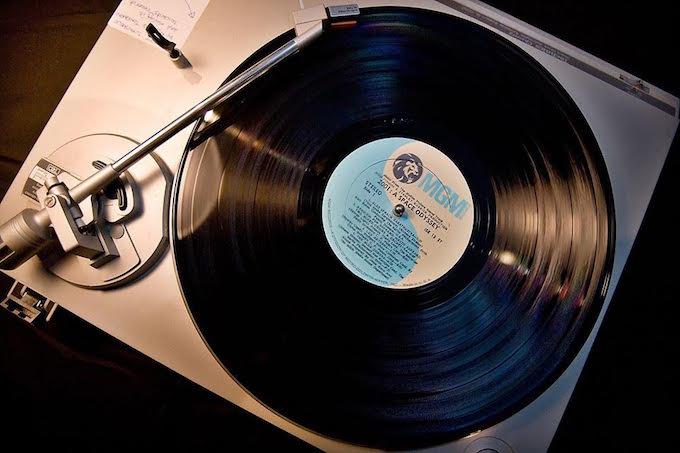 Βινύλια: Φετίχ και λατρεία για τη μουσική; Το «Vinyl Is Back» και τρεις συμμετέχοντες δίνουν τις απαντήσεις. Vinylisbackin1