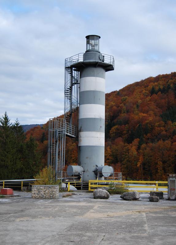 un bâtiment - ajonc - 15 avril trouvé par Martine Bravo - Page 2 Le-phare-St-Ursanne-2