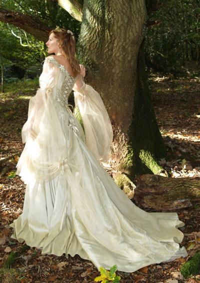 En el Cantar de los Bardos Gown%20medieval%20wedding%2001