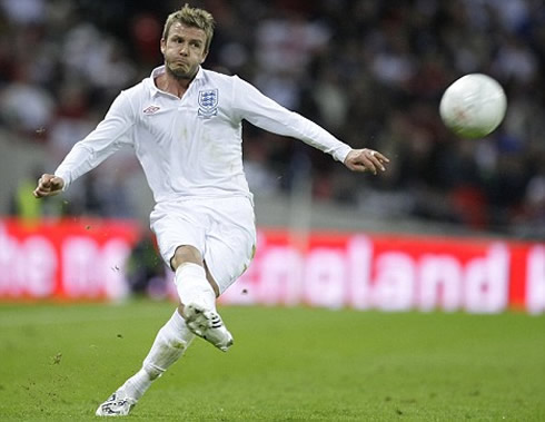 Portuguese Geography - Page 4 Cristiano-ronaldo-500-david-beckham-taking-a-trademark-bend-it-like-beckham-freekick-for-england