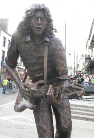 Lieux et monuments dédiés à Rory Gallagher IMG_0661