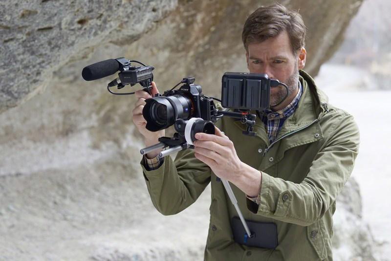 Полнокадровая беззеркальная камера Sony α7S поддерживает съемку видео 4К A7s_lifestyle_wmen_expsep2015_dsc00365-1200