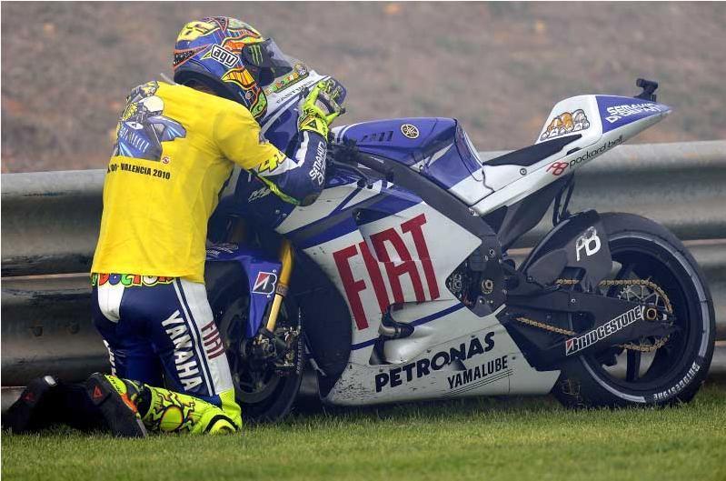 Rossi 2 años para yahama Rossi-bye-bye-yamaha-46
