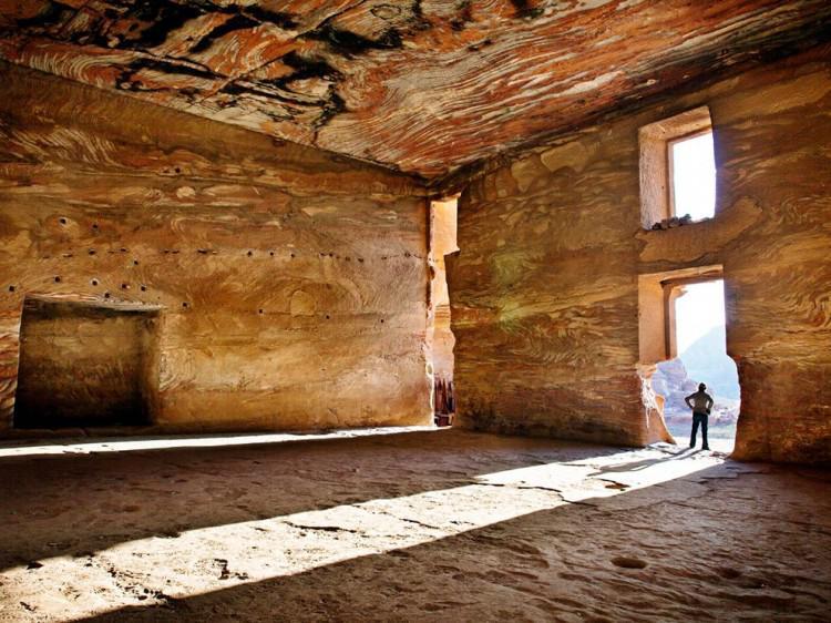 Mineria industrial Interior-de-la-tumba-de-Petra-750x562