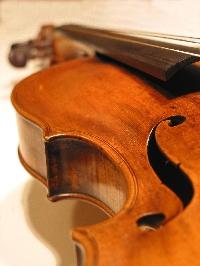 Mozart Sonates pour violon et piano IStock_violin%20background%20large_tcm18-30736