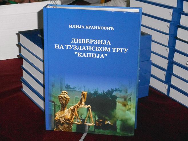 Пpoмoвиcaнa књигa ,,Дивepзиja нa тyзлaнcкoм Tpгy кaпиja,, 104166