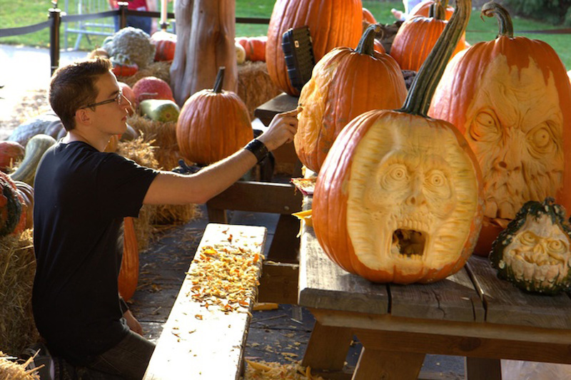 Идеи для Хэллоуина    - Страница 3 1351244980_zombie-pumpkin-9
