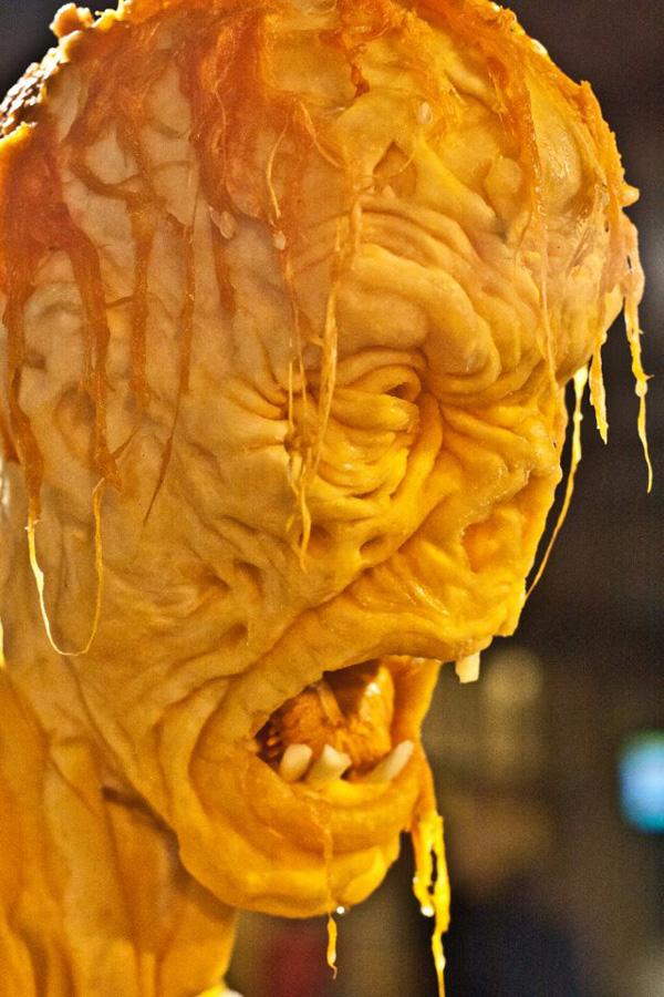 Идеи для Хэллоуина    - Страница 3 1351244981_zombie-pumpkin-5