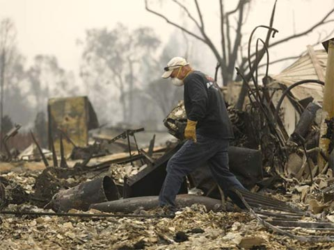 UPDATES ~ Napa Valley on Fire   20171010-don-gomez-inspects-fire-damage