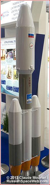 Le projet de fusée Soyouz-5 - Page 2 Soyuz5_lebourget_2013_side_2