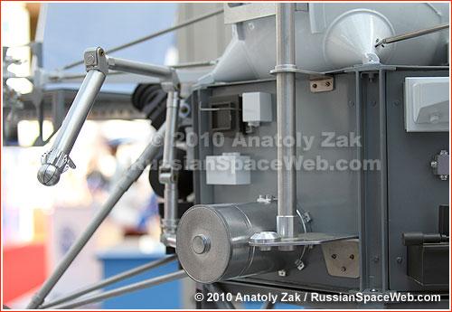 Fobos-Grunt - mission russe sur l'étude de Phobos - Page 7 Lavochkin_rms_scale_1