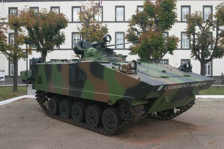 Quartier Desaix, 92èem RI, Clermont-Ferrand AMX-10P_01