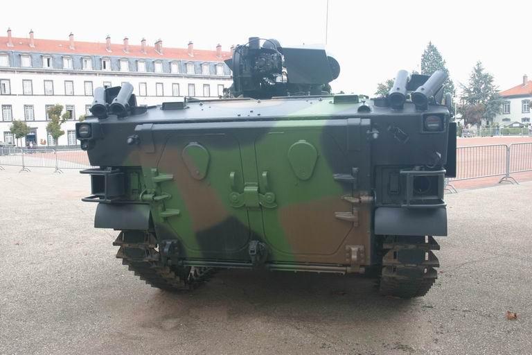 Quartier Desaix, 92èem RI, Clermont-Ferrand AMX-10P_02