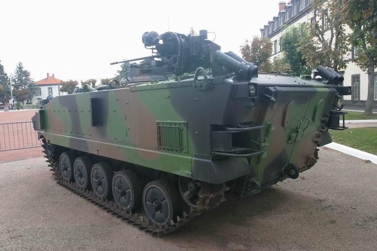 Quartier Desaix, 92èem RI, Clermont-Ferrand AMX-10P_03