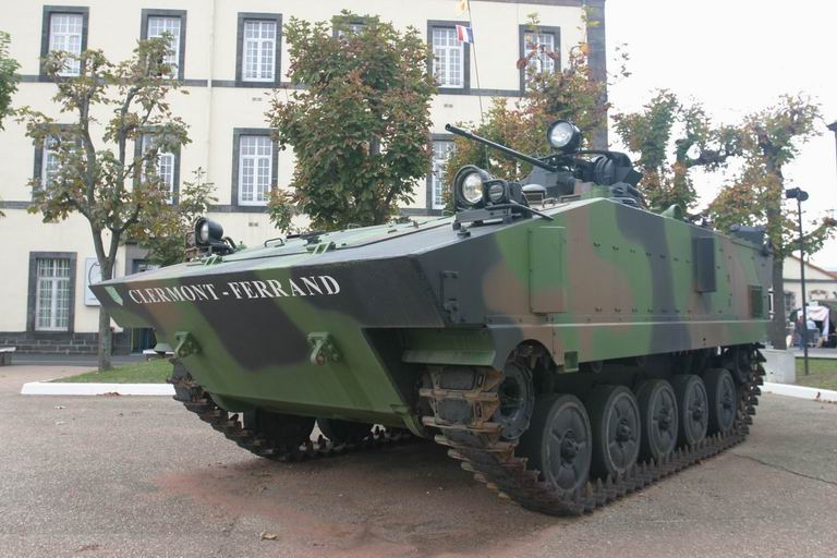 Quartier Desaix, 92èem RI, Clermont-Ferrand AMX-10P_04