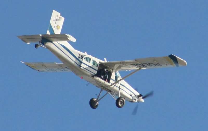 PC-6 Porterطائرة نقل صغيرة للقوات الجوية الجزائرية Pilatus_pc-6_zs-nit_police_plane_02