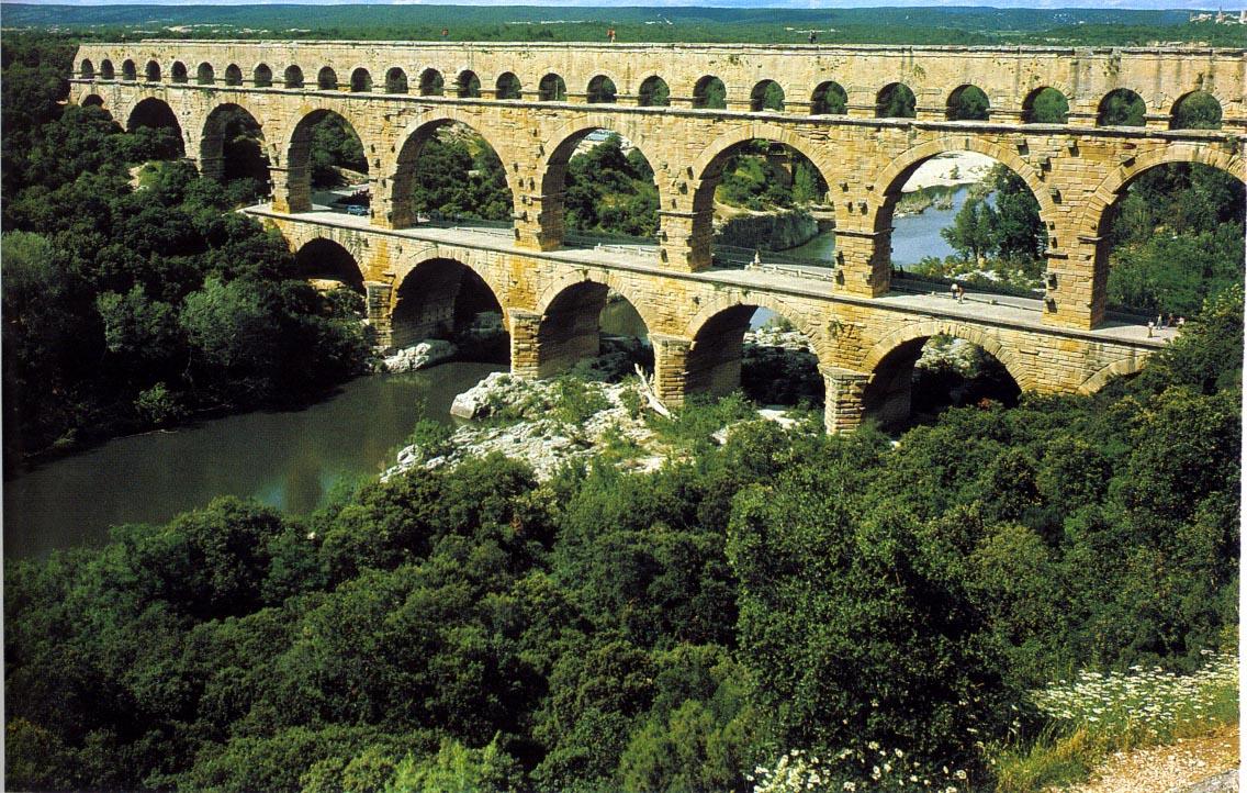 Arhitektura koja spaja ljude - Mostovi Aqueduct_PontDuGard_Nimes