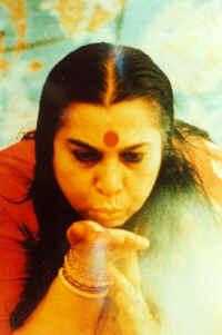Le Souffle Frais de la Kundalini : Tout de suite et maintenant si vous le voulez ... ShriMatajiGivingRealization