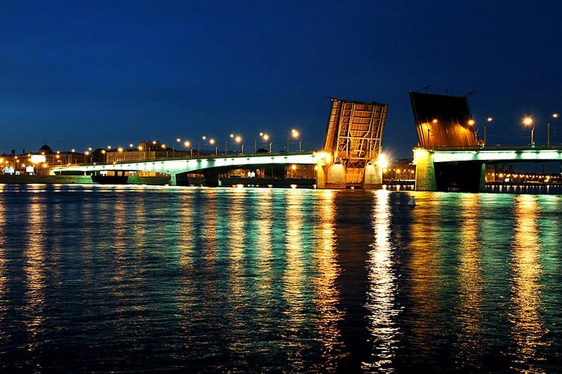 Rusija Alexander-nevsky-bridge-in-st-petersburg