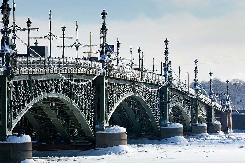 Rusija Trinity-bridge-in-winter-in-st-petersburg