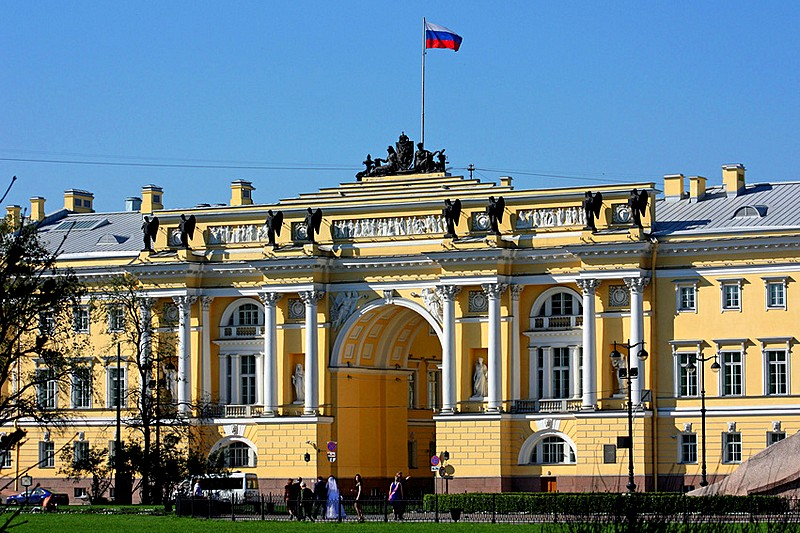 Rusija Arch-of-the-senate-and-synod-building-in-st-petersburg
