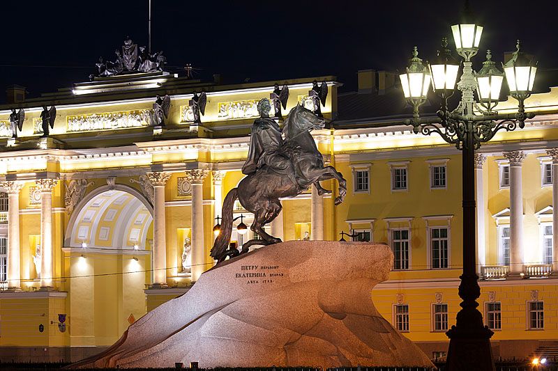 Rusija Senate-and-synod-building-and-the-bronze-horseman-in-st-petersburg