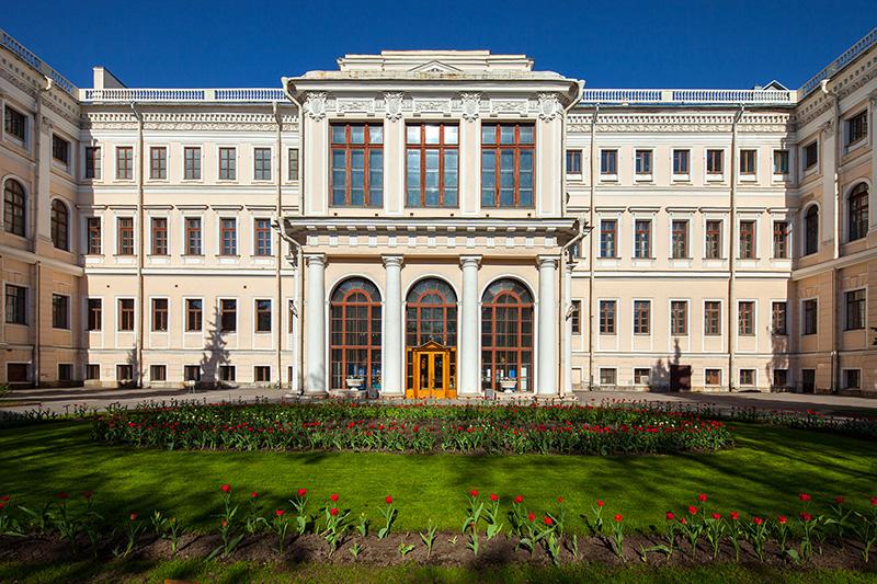Rusija Anichkov-palace-in-saint-petersburg