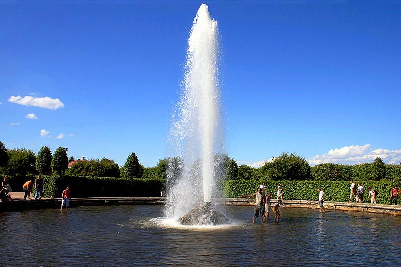 Rusija Menager-fountain-in-peterhof