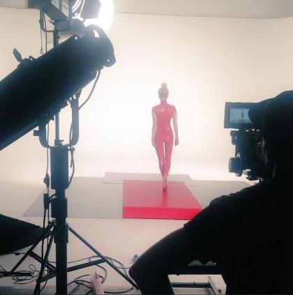 "Sarah Harding > single debut ""Threads"" - Página 2 Threadsvideo-420x423"