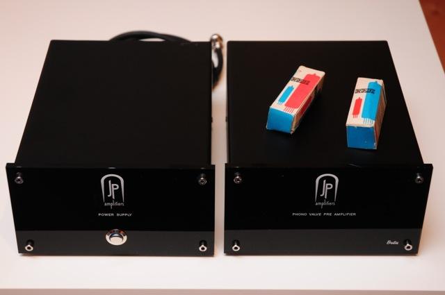 Hybrid phono preamp D30_3462