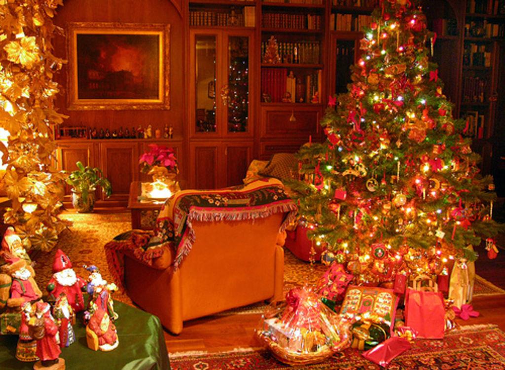 Florencia Bertotti Christmas-scene