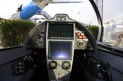 طائرة الإستطلاع الجوي المتطورة LH-10 M التي يتم تصنيعها بالمغرب - صفحة 2 Elipse%20022