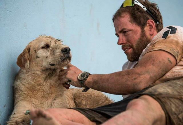 ANIMALES - Página 3 Hombre-adopta-perro-maraton-ecuador