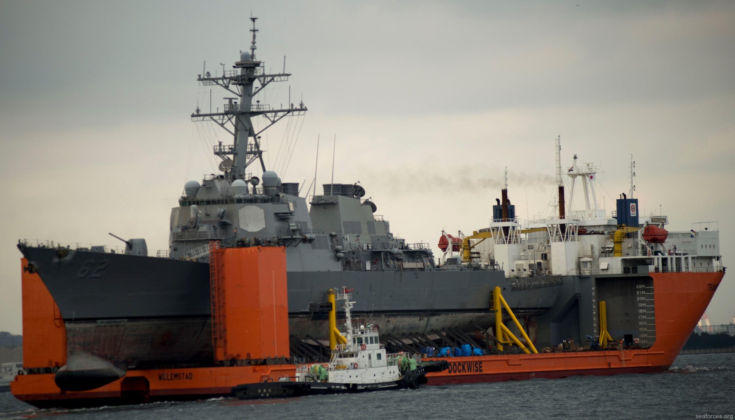 Arrivée et déchargement du Groupe de Guerre des mines dans la base navale d'Abu Dhabi DDG-62-USS-Fitzgerald-133
