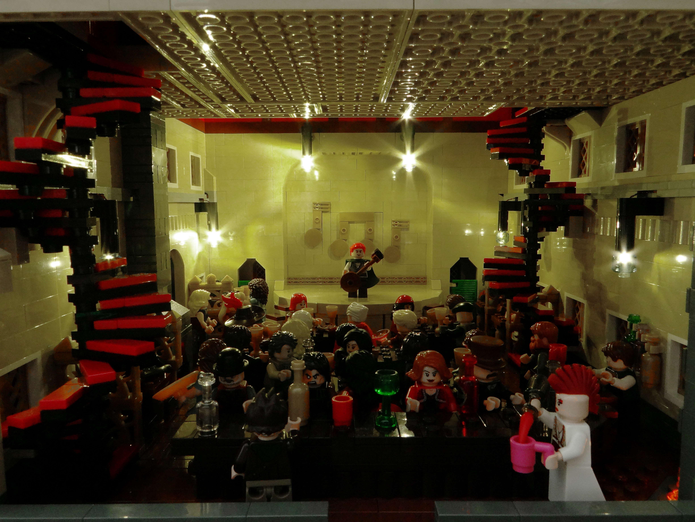 Figuras LEGO de Kvothe y Denna Imre_eolian_21_kvothe