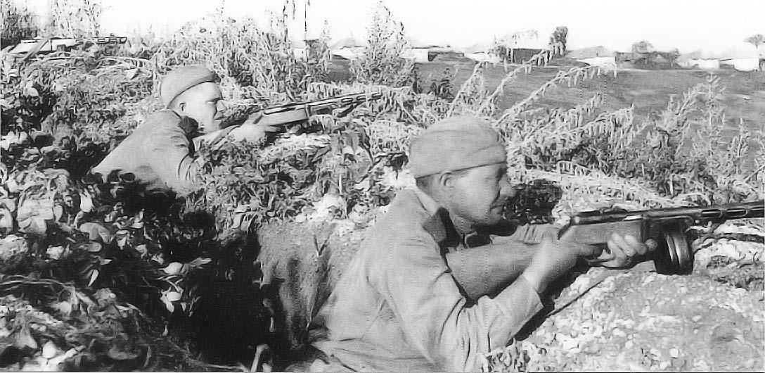 soldats soviétiques Russeskoursk