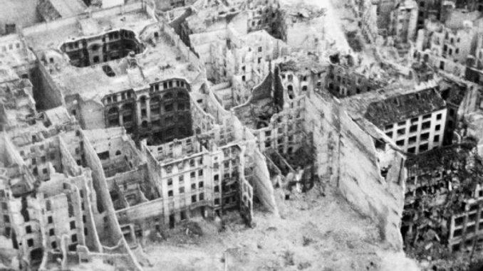 ALEP: Une ville entière à reconstruire...dans les quartiers chrétiens d'ALEP libérés. Alep! l'imposture de la communauté internationale Berlin_War_1945-1947_C5284-678x381
