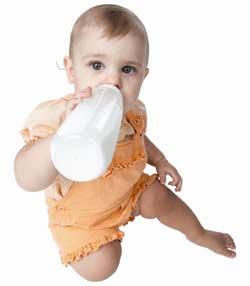 الرضاعة الصناعية تسبب تسوس أسنان الطفل Bottle-feeding1