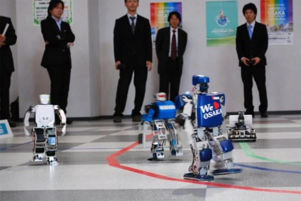 La concurrence des robots... Premier-marathon-robot-humanoide-osaka-vstone-2-600x401