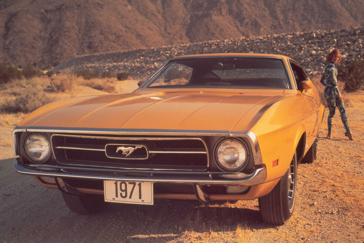 bombe a 1000 messages - Page 3 1971-Ford-Mustang-woman-psychedelic