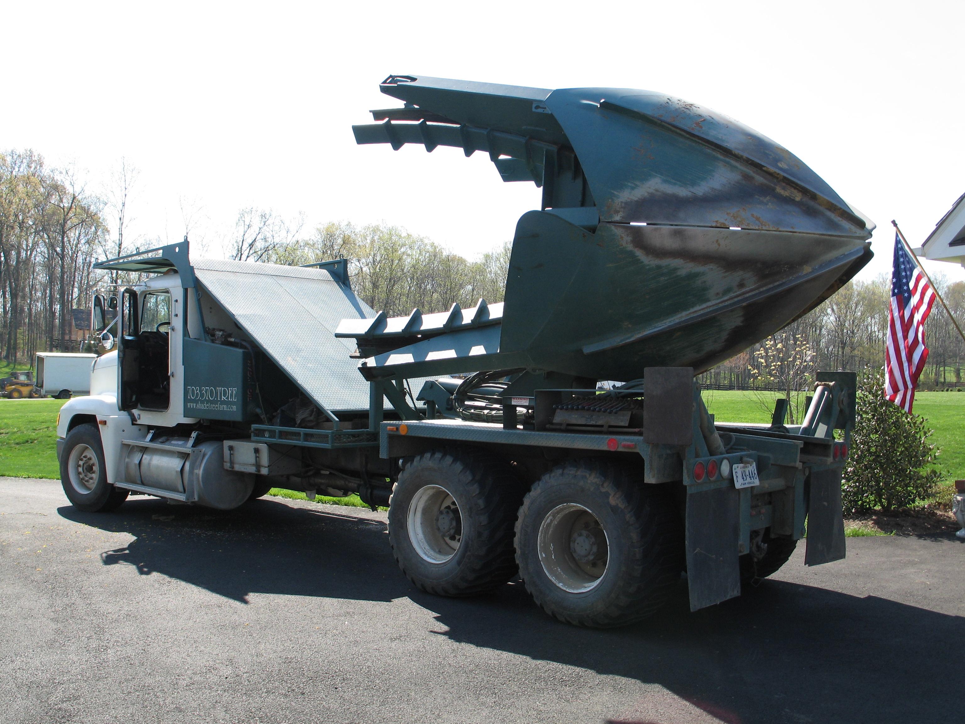Albero Trapianto Servizi http://www.dutchmantreespade.com/ 1-Tree-spade-truck-arrives