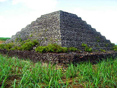 Sujet unique: Les pyramides dans le monde - Page 8 Gigal_ileMaurice_01
