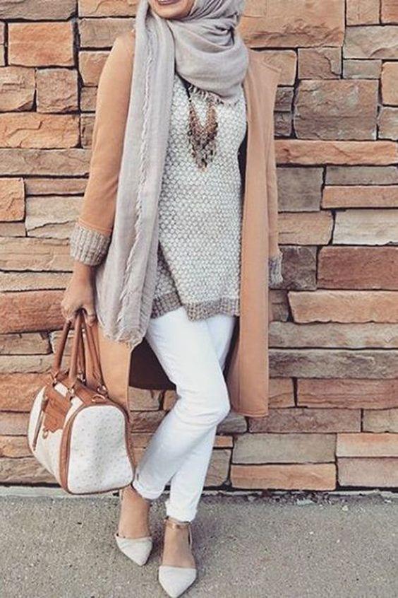 ازياء محجبات في قمة الروعة Bonnet-femme-fashion-pompon-et-strass-blanc-quincya