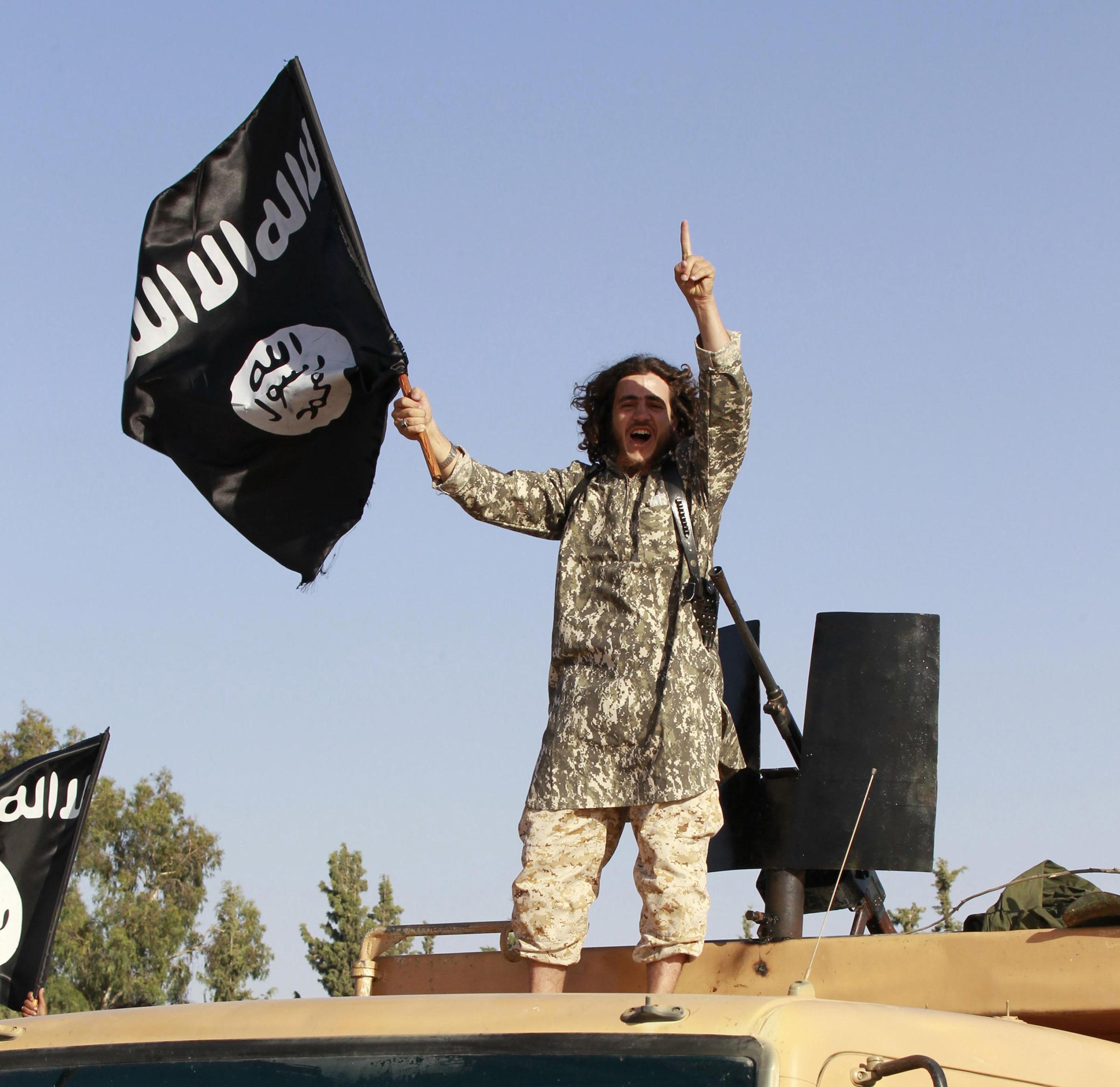 Xhihadistët luftojnë me kokainë dhe viagra 140704-isis-music-main-10a_9beb96804f836cad0c1740e37e7c5146