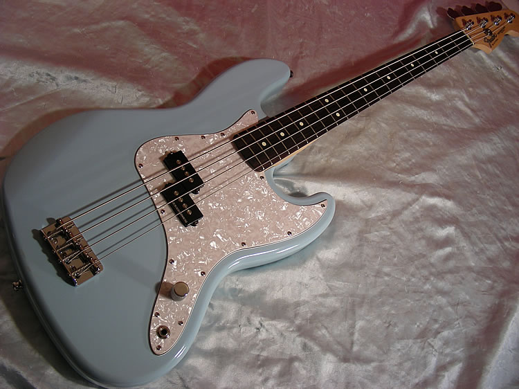 Que Fender é esse? Big%20fender%20p%20bass%20mark%20hoppusDSCN2621