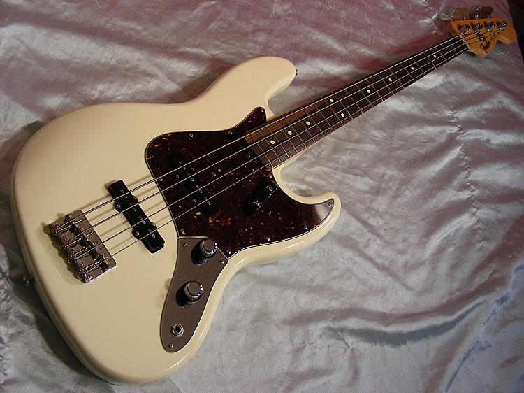 Mostre o mais belo Jazz Bass que você já viu - Página 7 Big%20fender%20jazz%20bass%2062%20whtDSCN4257