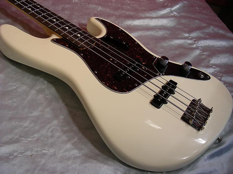 Mostre o mais belo Jazz Bass que você já viu - Página 7 Big%20fender%20jazz%20bass%2062%20whtDSCN4267