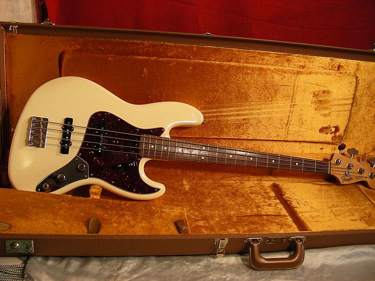 Mostre o mais belo Jazz Bass que você já viu - Página 7 Big%20fender%20jazz%20bass%2062%20whtDSCN4270