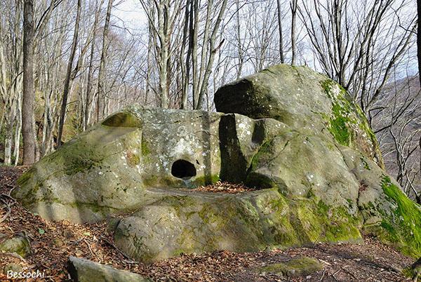 Экспедиции к выпаривателям родниковой воды - Страница 20 Shaxe_reka_kuapse_dolmen_foto_600